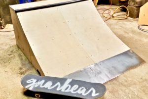 gnarbear skateboard micro quarter pipe ramp